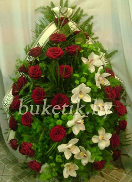 Траурный венок из роз и орхидей