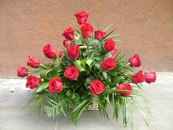 Траурная композиция из роз