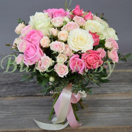 Бело-розовый свадебный букет