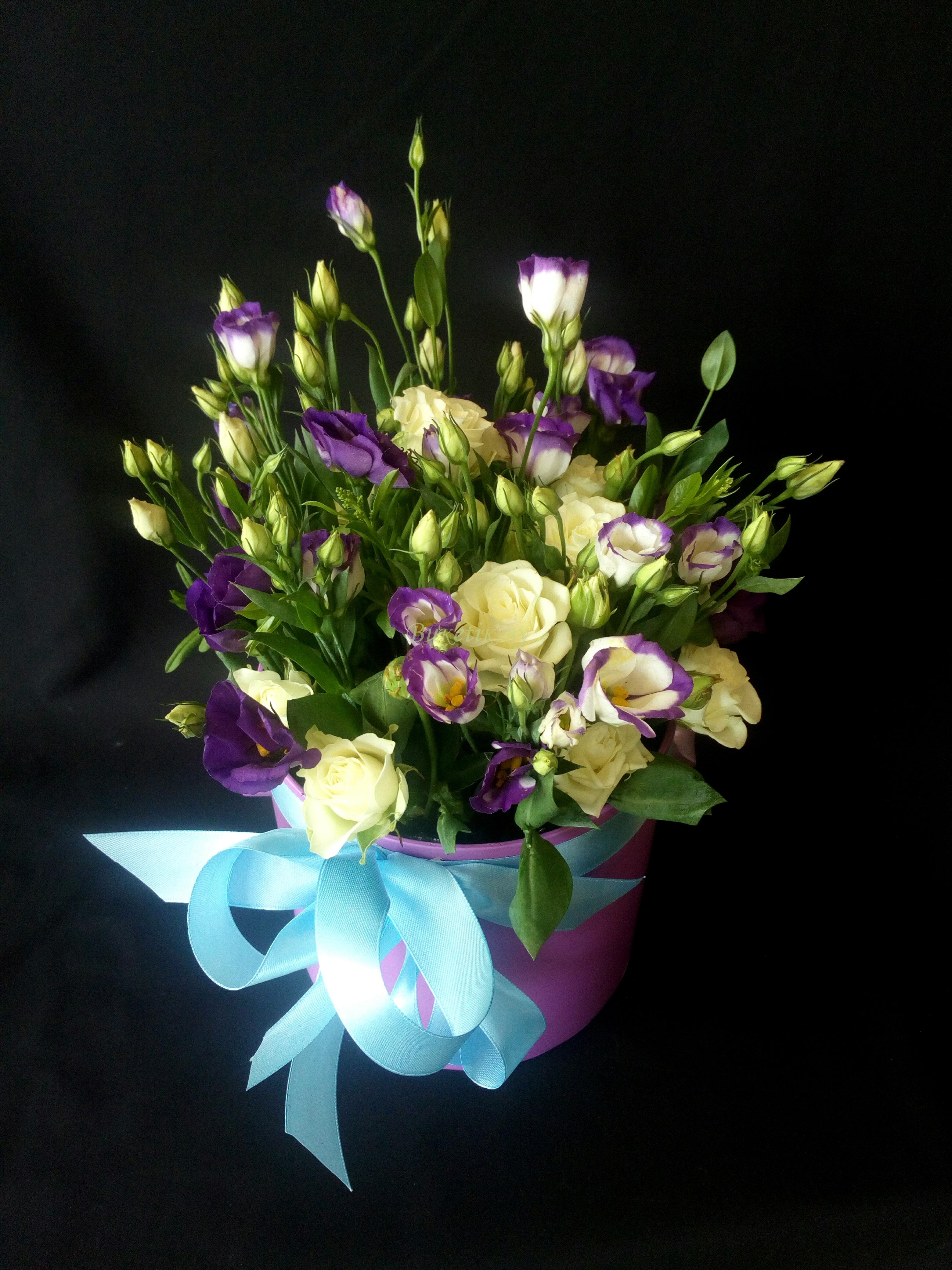Композиция из эустомы и кустовой розы