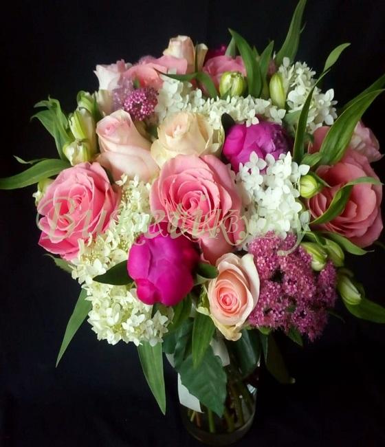 Смешанный букет с розами