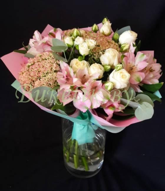 Букет с розовой альстромерией