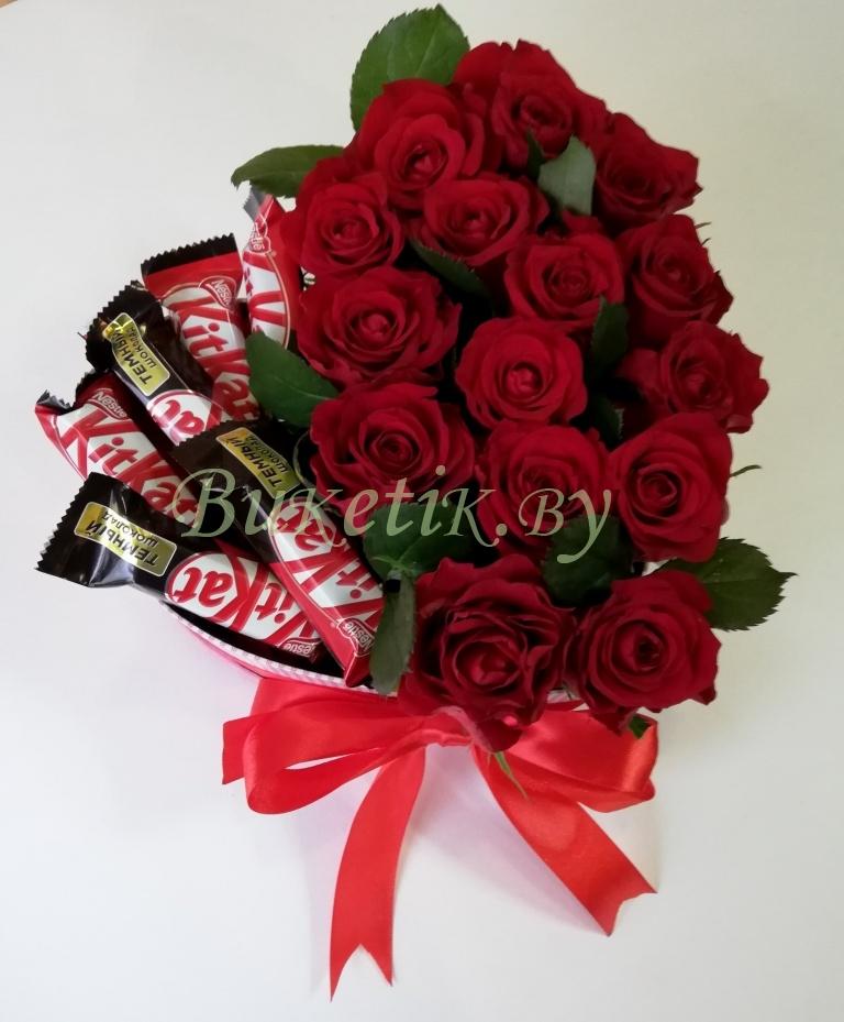 Сердце из роз с KitKat