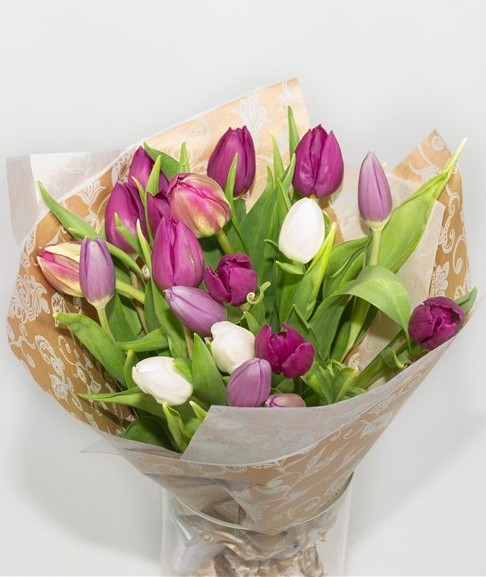 19 тюльпанов в крафте