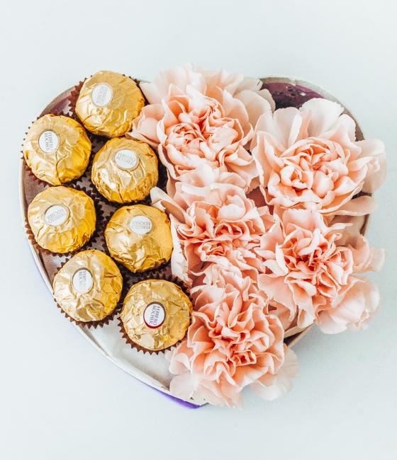 Сердечко из гвоздики и Ferrero