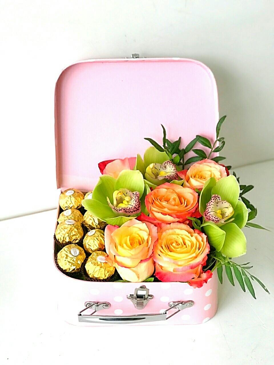 Композиция в чемоданчике